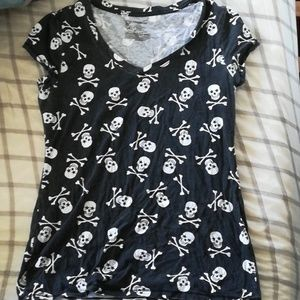 Vneck skull and crossbones shirt